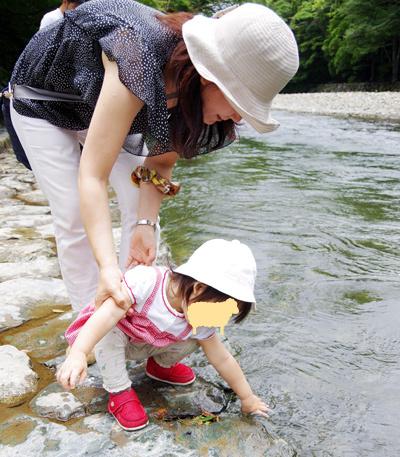 お伊勢さんの川で.jpg